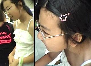 【個人撮影】ち、乳首見えた(;゜д゜)ゴクリ… 中●生の無防備な胸元を狙った盗撮映像がヤバすぎる件