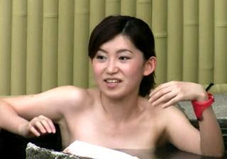 【高画質】微乳から爆乳まで・・美形な女子大生達の露天風呂盗撮動画!