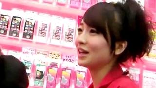 フロントからの純白PがエロwwS級美少女なドコモのショップ店員を盗撮した動画が秀逸www