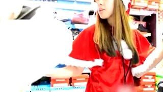 かわいいサンタ店員が接客しながらパンツまる見え!!お尻も触ってみた!!Part1