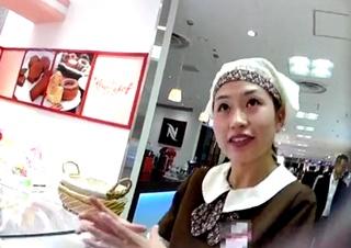 店員撮り49! いろんな表情を見せてくれる可愛らしいドーナツ売り子さん