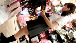 神童(鬼畜) 【鬼畜スカートめくり33】~めくり合計19回!びっちり食い込みPを晒されまくる制服ロリ~