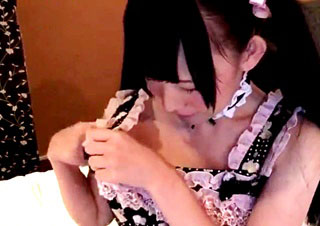 ガチ素人のメイド服のロリッ娘JCをハメ撮り
