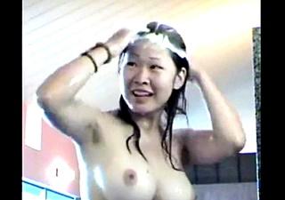 スーパー銭湯で巨乳JKちゃんを盗撮