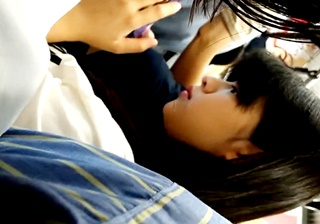 nar 満員電車で逆さ撮り痴漢4【おさわりパンツずらし】