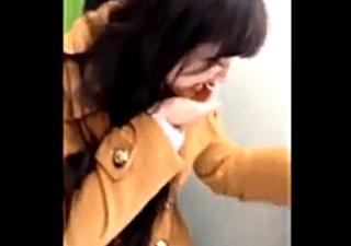 【素人流出】プリクラでイチャ付くカップルがフェラ抜き⇒顔射した動画をネットに誤流出させてしまう!