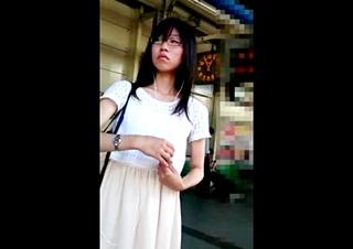 眼鏡を掛けた地味女のパンチラ盗撮
