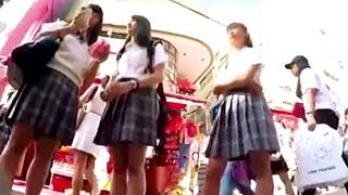 修学旅行中の女子高生のパンチラ盗撮