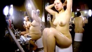 スーパー銭湯の洗い場で美人な女の子を盗撮