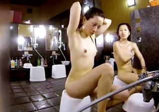 女撮り師の女風呂洗い場盗撮動画