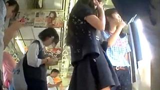 電車内で私服JKのパンチラ盗撮