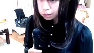 ライブチャットで透けパンを披露した美少女生主
