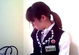 アルバイト店員の着替え盗撮動画