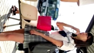 幼い制服JKちゃんの純白パンチラを盗撮