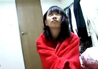 中卒のちっぱい少女を自宅でハメ撮りした個人撮影