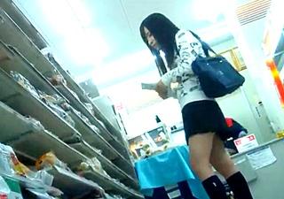 おぱんちゅレジェント Jちゃんコンビニ青春パンチラ!!エロい純白ぱんちゅ