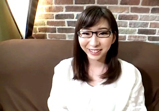 本屋で働く地味眼鏡の素人娘と円光