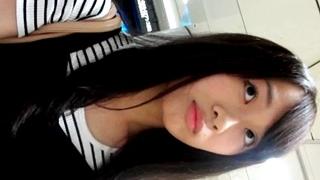 黒髪清楚な美少女女子大生のパンスト越しパンチラ