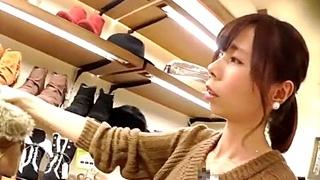 三十路熟女のアパレル店員のパンチラ盗撮動画