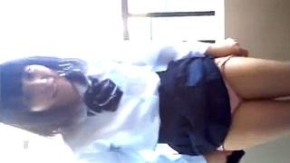 自宅マンションのベランダでJK彼女に露出させる男のスマホ動画