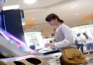 ロリ専撮り師の犯行か!?相当若そうな2人の女の子を逆さ撮りした木綿パンチラ映像がネットで見つかってしまう!