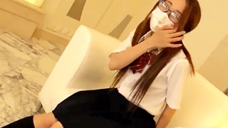 ツインテ眼鏡の制服JKとホテルで円光