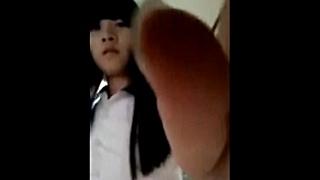 エロイプで流出してしまった中学生のぎこちないオナニー動画