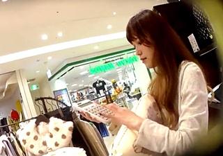 沖縄出身のSランク美女店員のパンチラ