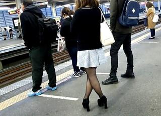 美人OLのスカートめくり