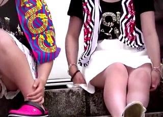 思春期JCの座りパンチラ