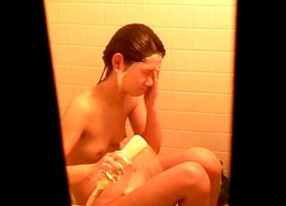 膨らみかけJCの裸体を自宅の風呂で盗撮