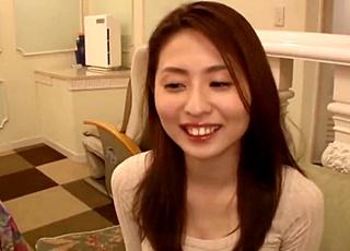 関西弁が可愛い三十路の美人妻の不倫セックス