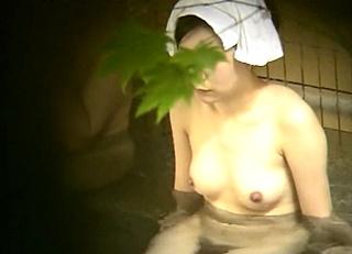 咲乱美女温泉 覗かれた露天風呂の真向裸体 お姉さま編 オムニバス Vol.7