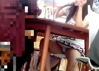 これは恥ずかしい!真剣に話しながらも白Pが見えまくりな美人さんのお股ゆるゆる対面ぱんちら~FHD動画編~