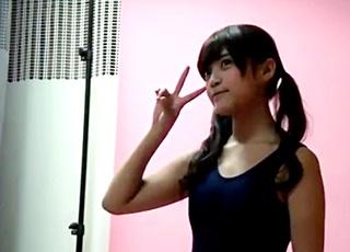 現役女子高生の美少女モデルがパンチラに着替えまで盗撮されてしまう