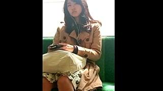 【パンチラ動画】アジアンビューティーな美人OLに睨まれちゃっても撮影をやめない危険人物の盗撮バレ作品!