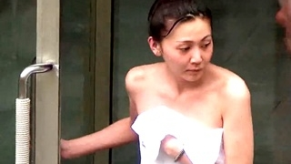脂がのって来た20代半ばくらいの美女たちの美しい裸体を記録した危険な女子風呂盗撮動画!