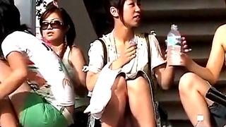 休日の美少女ギャルJK達の座りパンチラを対面盗撮!日常に潜むエロスを見事映像化することに成功www