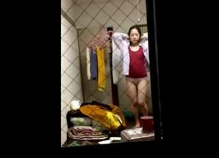 【民家盗撮】素人女子大生の私生活が丸見え!着替えや下着姿でウロウロする無防備な姿をベランダの窓からこっそり覗き見!