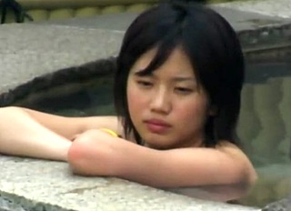 女子風呂を盗撮する望遠カメラの前に超絶美少女が降臨!可愛すぎるお顔と美カップを見せられてシコ不可避www