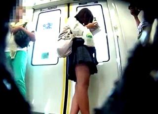 スタイル抜群の上玉JKを舐めまわすようなアングルで撮影!フロントの接写までやっちゃってる問題映像!