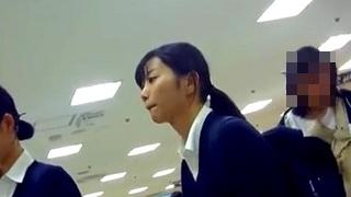 【高画質】マニア必見の傑作パンチラ!優等生タイプの美少女JKのお子様バックプリントPを書店でゲットした奇跡の映像