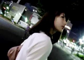 超美人な女子大生がモスを食べ終わるまで待ち伏せ!声掛け&突っ込み撮りでパンチラ盗撮するベテラン撮り師!