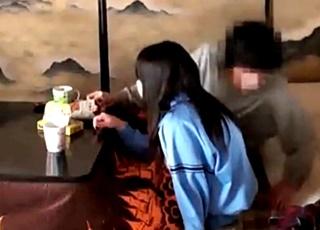 【個人撮影】※閲覧注意※部活帰りのJCの娘の身体に悪戯する鬼畜父のホームビデオがネットにアップされている模様・・!