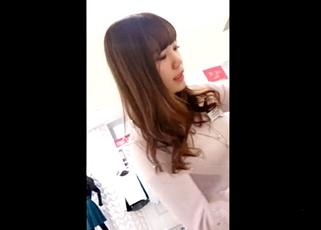 【UWAMEDUKAI】美人SHOP店員の接客パンチラ3人分!完全顔出しでネットに投稿した結果消えてしまった撮り師さん・・・