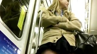 【高画質】撮影者逮捕済み⁉魔改造したスマホで金髪ギャルJKのパンチラを仕込み撮りしていた盗撮魔!