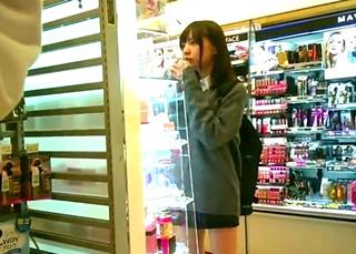 【個人撮影】下校の電車でプロ痴漢師の玩具にされてしまった美少女JKちゃん!駅の便所に連れ込まれて・・・