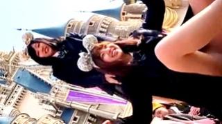 「オススメの食べ物は?」夢の国のお城前でテンションアゲアゲな制服JKに声掛けフロントパンチラ撮影!
