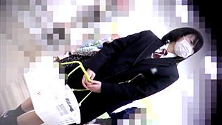 【高画質】芋っ子大好き撮り師が穢れを知らない純白パンチラを2人分逆さ撮り!まだ誰にも見られていない制服スカートの中をお先に拝見