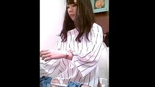 【高画質】危険!女子トイレ盗撮映像!美人なお姉さんを厳選した動画を生々しいおしっこ音と共にご覧ください